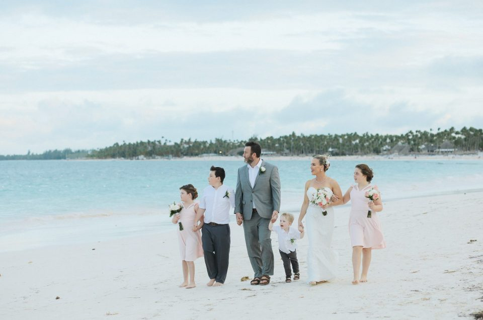 Family elopement in Now Larimar